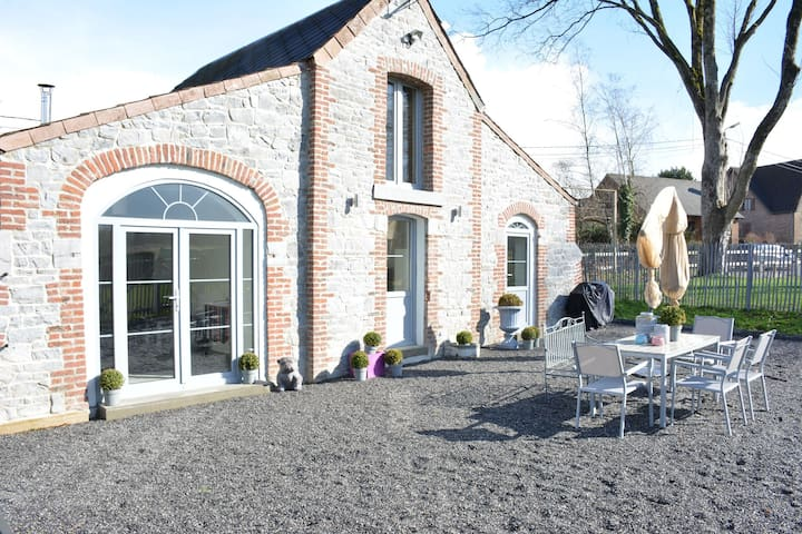 Wonderfully furnished cottage, very comfortable, small village near Namur