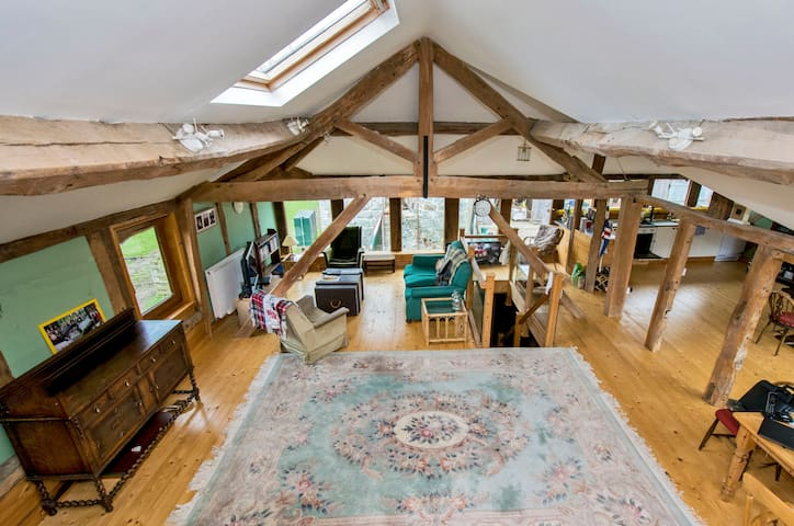 Beautifully Converted Barn, Berriew - Berriew