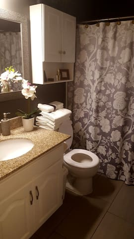 Private, clean full bathroom. With new towels and washcloths provided.