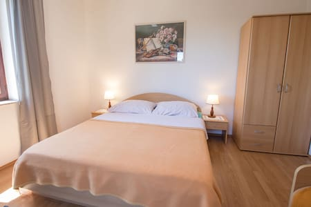 One bedroom Apartment, 50m from city center, in Ćunski