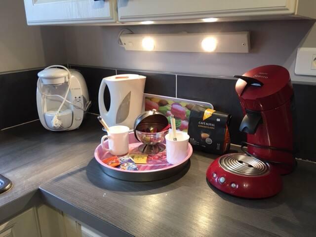 Café, thé et sucre à votre disposition - Senséo, Tassimo et boulloire