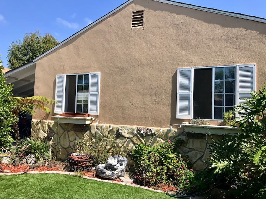 Great Marina del Rey bungalow house with fenced yard