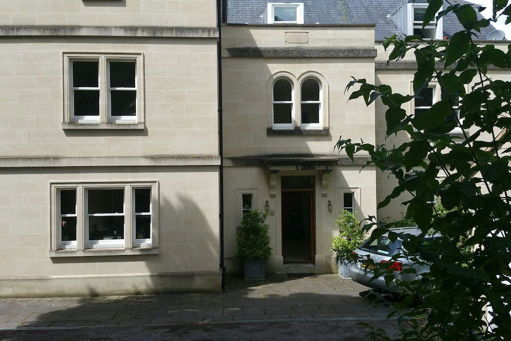 Italianate villa in leafy area of Bath
