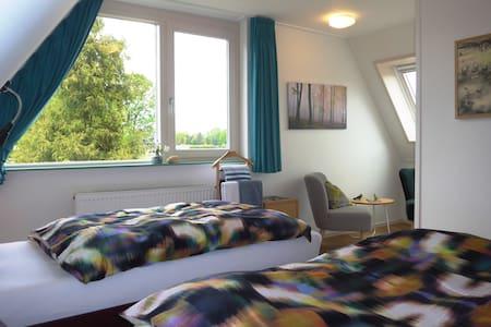 2 persoons kamer met 2 bedden