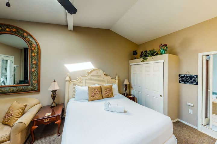 Dog-friendly cabana and studio with close beach access plus spa suite!
