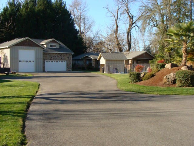 Riverfront 3BR Home in Grants Pass - Grants Pass - House