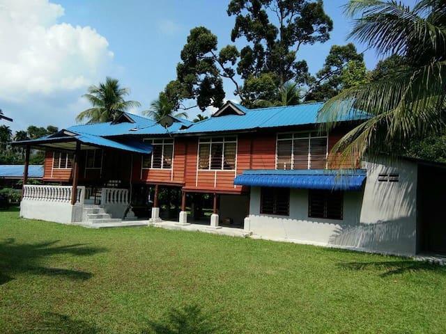 Village House near Taiping - Batu Kurau - Huis