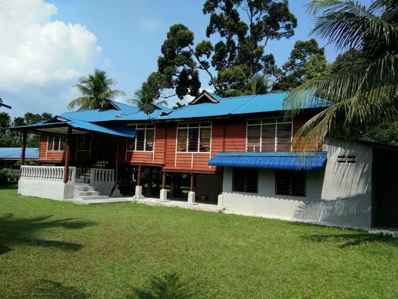 A very traditional house for you to immerse in the 'kampung' life