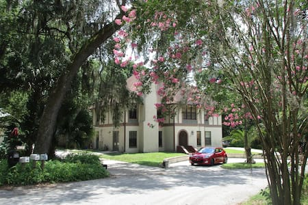 Swiss/Floridian BnB $49 w. breakfast near Stetson - Bed & Breakfast