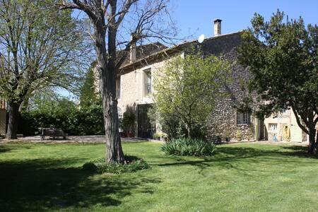 Chambre 40m² dans Mas Provençal - Senas - Haus