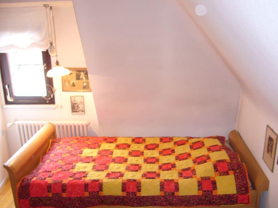 Das Bett mit Fenster nach Osten