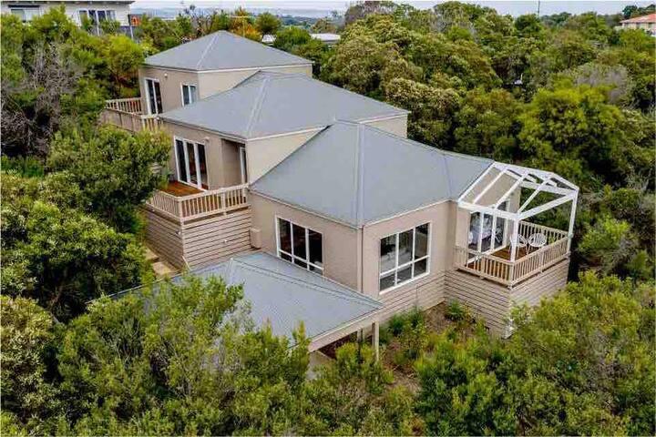 SEANA HOUSE beautiful Tree Top Villa, epic views 🐚