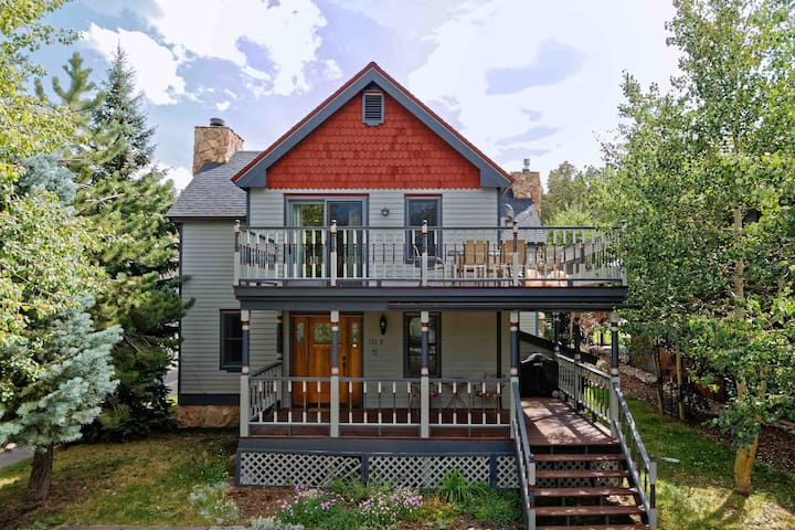 Walk to Main Street! Modern remodel of Victorian in Historic Downtown Breck!