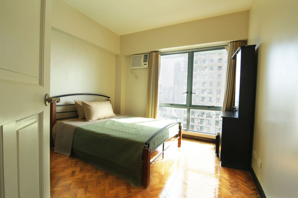 Airconditioned Master Bedroom (1 Queen bed)
