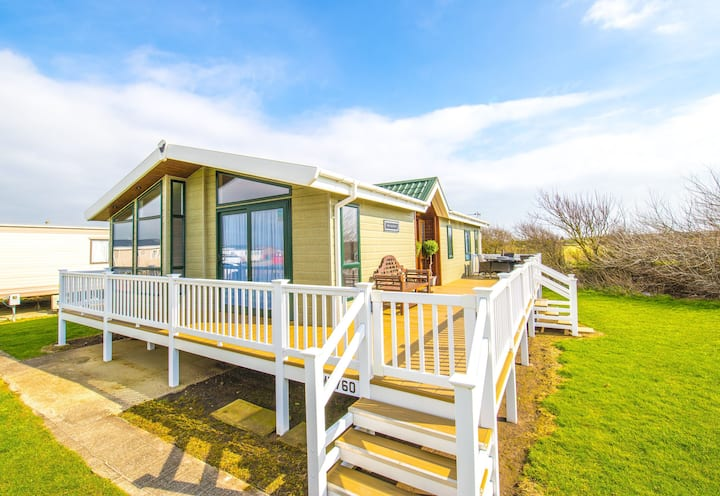 MP760 Lodge - Camber Sands Holiday Park - Sleeps 8 - Huge Gated Decking - Quiet Location