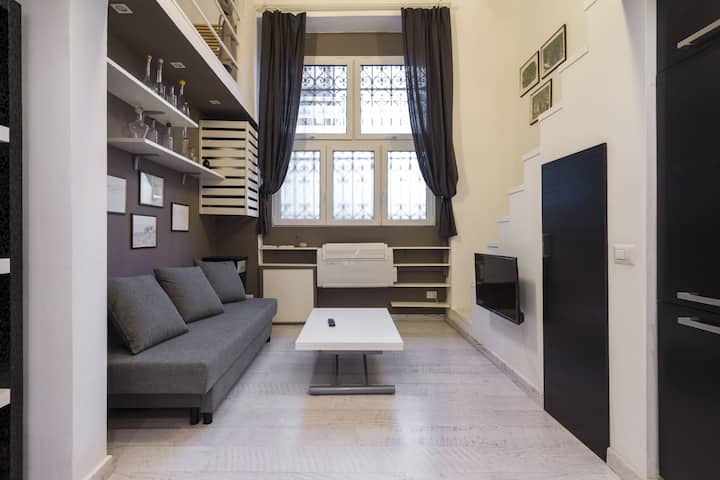 Wide studio just next Central Station in Milan!