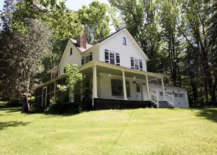 Charming Country Farmhouse
