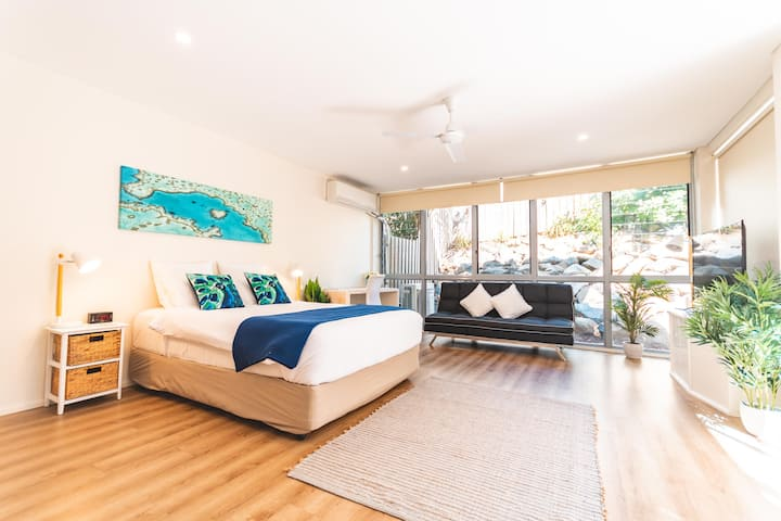 AIRLIE ONE BEDROOM TOWNHOUSE WITH KITCHEN & WIFI