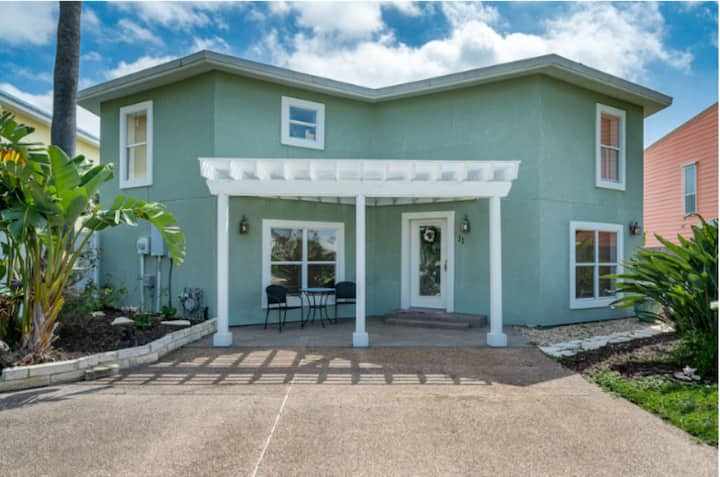 Beautiful Waterfront Key Allegro Getaway!