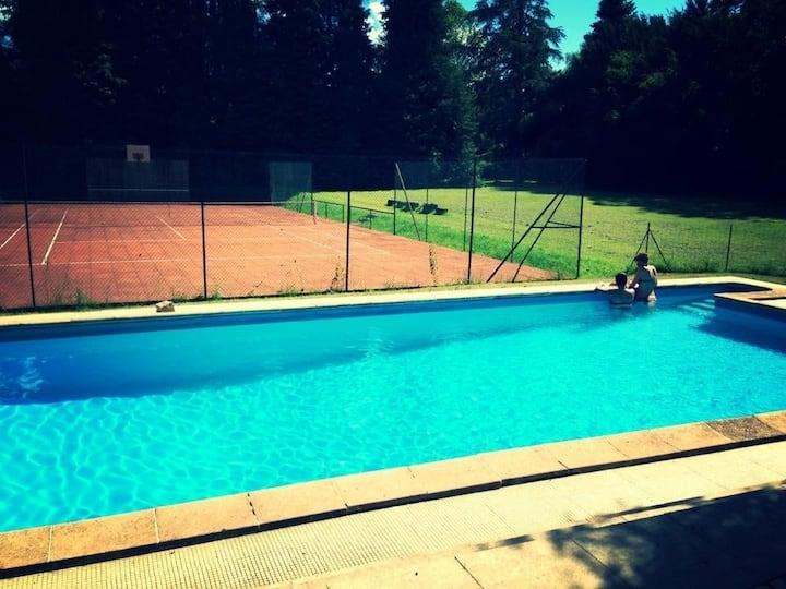 Vaste maison à Seurre, piscine, tennis, parc 1,5ha