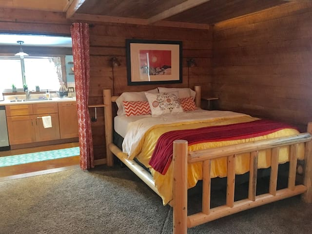 Cozy Studio Cabin - McCall - Guesthouse