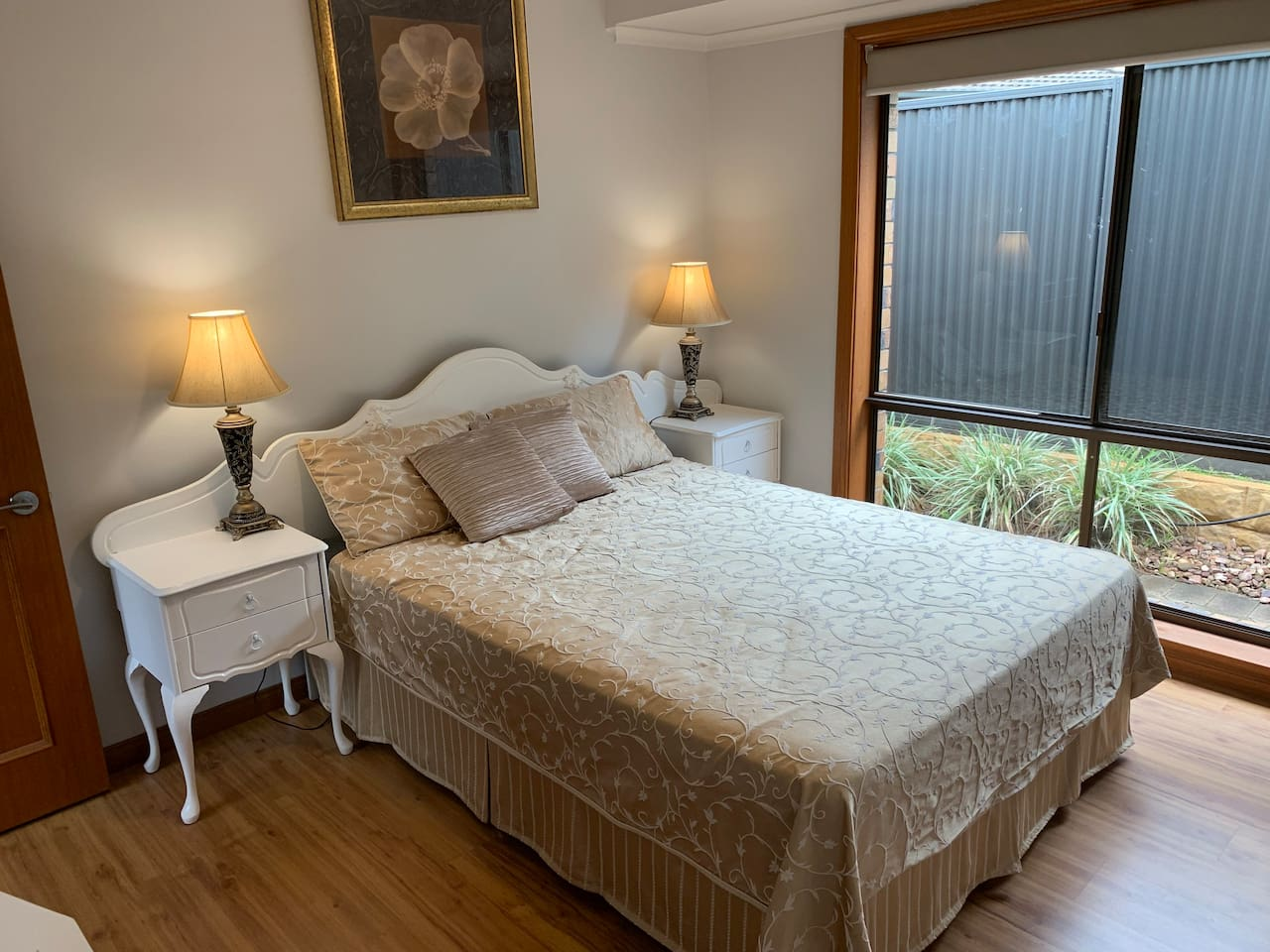 Queen bedroom with built in wardrobes, ducted reverse cycle air conditioning and ceiling fan