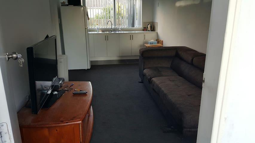 2 bedroom (SENSITIVE CONTENTS HIDDEN) - Auckland - Hus