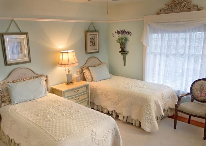Provence Room ~ Twin Beds ~ 1908 Briar Rose Inn