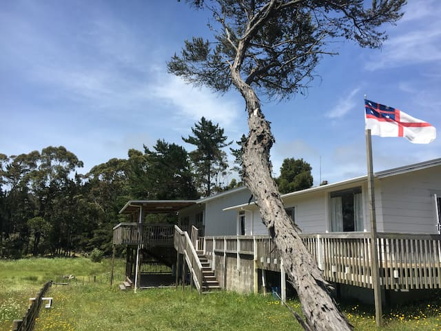Henderson Bay Retreat: Queen room + private deck