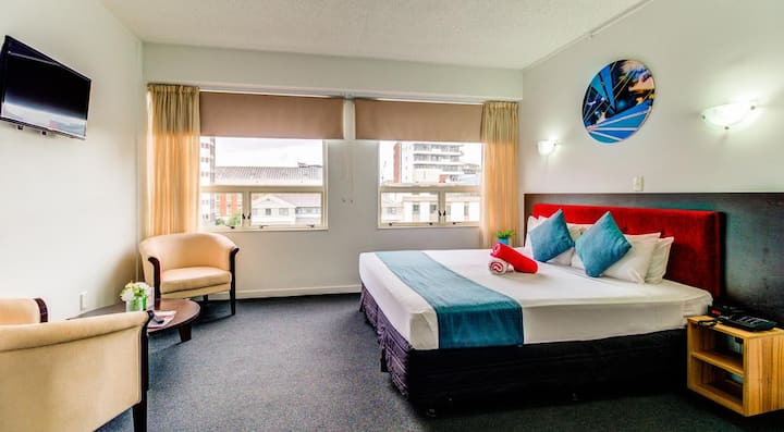 Spacious King Room in the Heart of Auckland's CBD