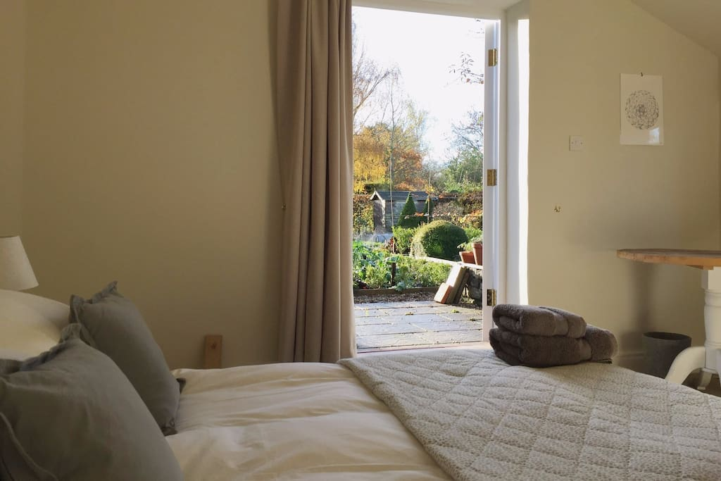 Private Garden Bedroom in Annex with Relaxing views