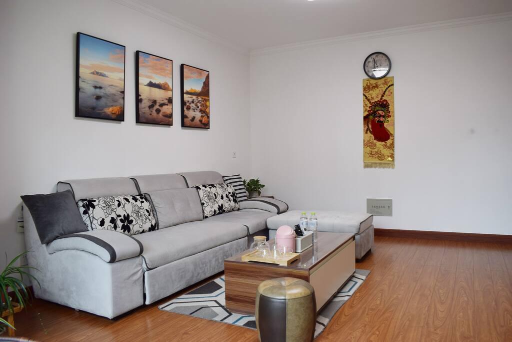 客厅沙发(床)+茶几+地毯+挂毯
