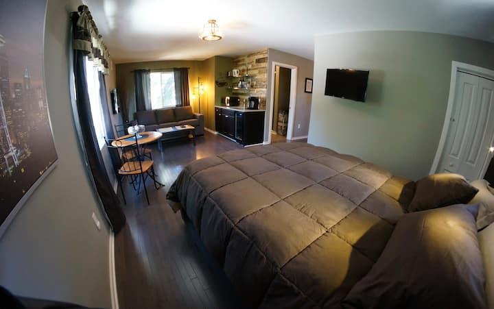 Entire Private Loft Suite- Separate Entrance