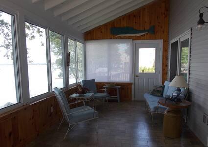 Camp Fancy Nancy On Lake Champlain - Alburgh - บ้าน