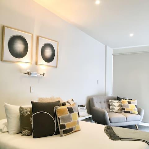 Stylish studio apartment in Sandy Bay