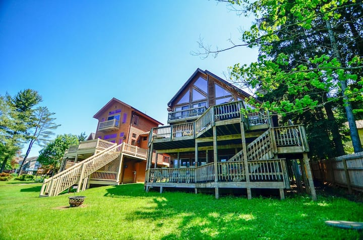 Lakefront Home w/Private Dock, Hot Tub, Horseshoe Pit, & Fire Pit!