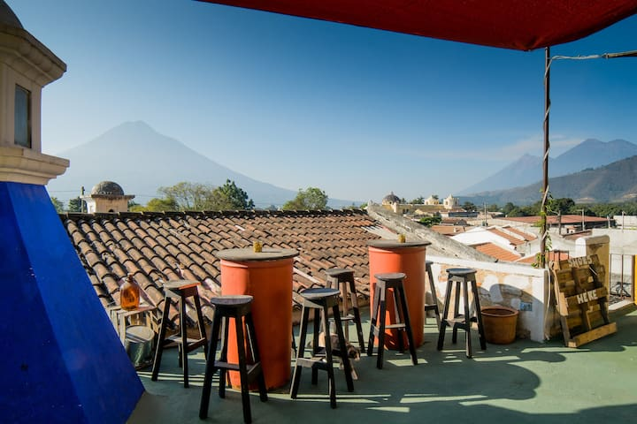 Taanah 4 BEST REVIEWED  - GREAT VIEWS - BREAKFAST - Antiga Guatemala - Bed & Breakfast