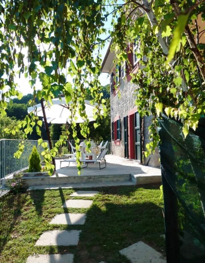 Villa de 2 habitaciones en Barga, con jardín cerrado y WiFi