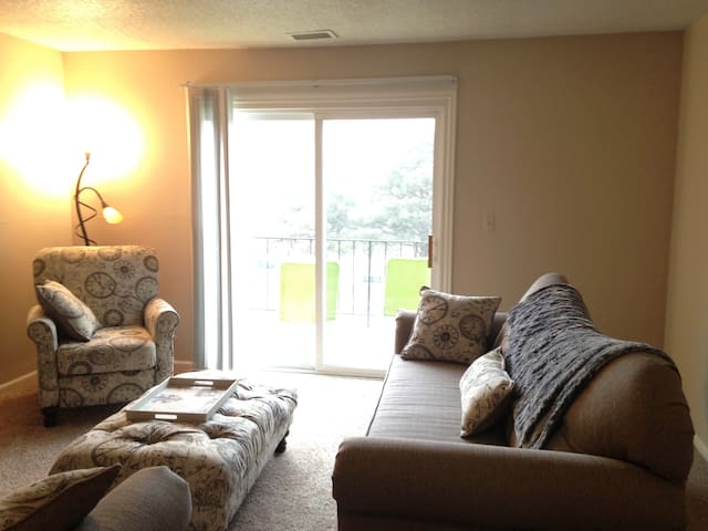 Pet-friendly + Gym + Pool. Long-Term Stay Welcome. - West Des Moines - Apartment