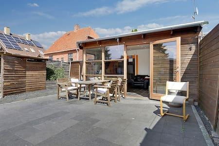 Hyggeligt hus tæt på København - roligt område - København