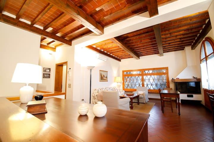 Casa Montecuccoli-Villa in the Tuscan hills