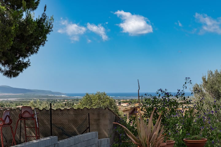 Cosy Holiday Home Casa Vacanze Mandorli with Air-Conditioning, Wi-Fi, Balcony, Terrace & Sea View; Parking Available, Pets Allowed