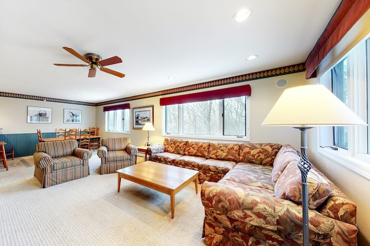 Quiet ski condo at Smuggler's Notch Resort near lifts w/ access to shared pool