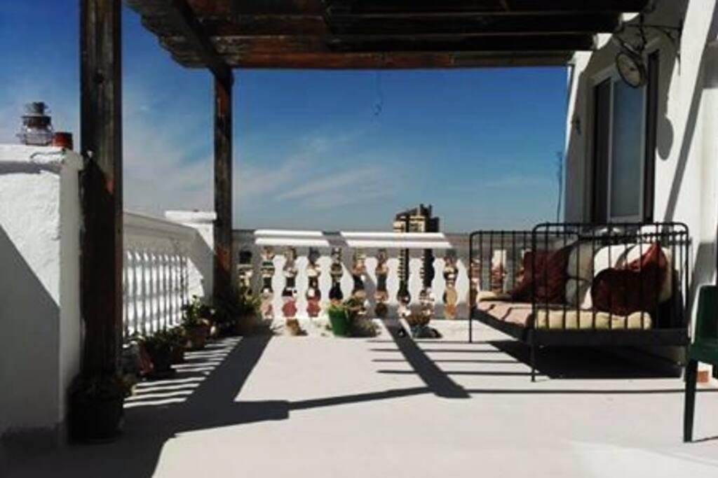 Terraza comun con increibles vistas de toda Granada