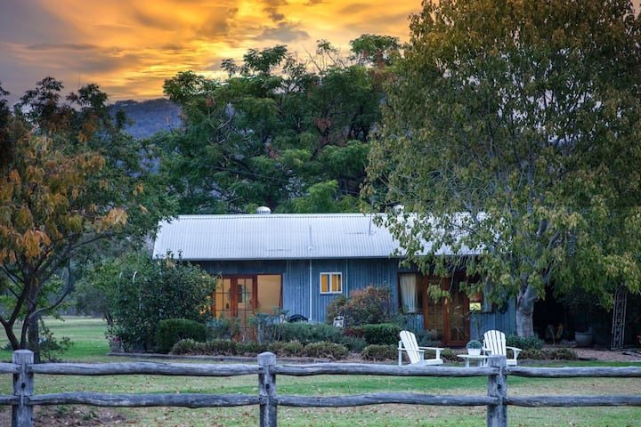 Riverlea Cottage-a romantic retreat