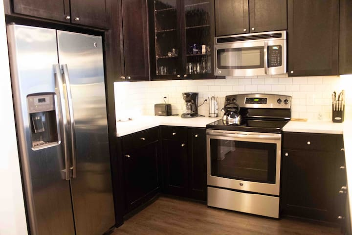 New Fully Furnished Luxury Condo