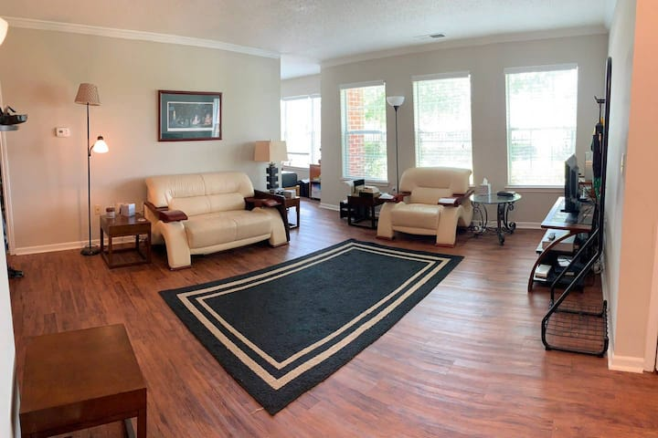 Shared apartment near downtown, $10 cleaning fee