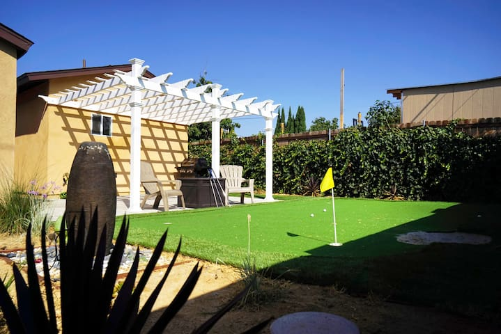 Family Vacation Home w/ Putting Green Golf