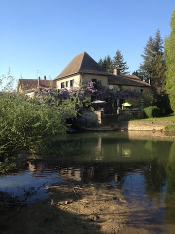 Beau moulin en Bourgogne - Palleau - Penzion (B&B)