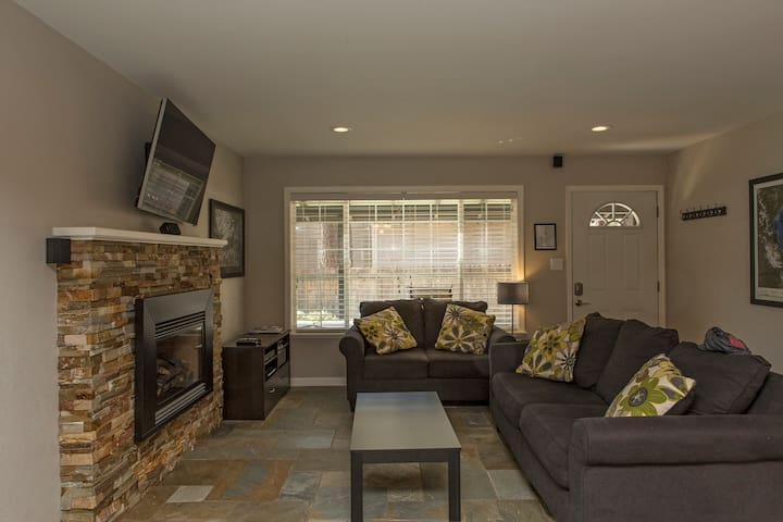 Luxuriously Remodeled Condo - South Lake Tahoe - Apartment